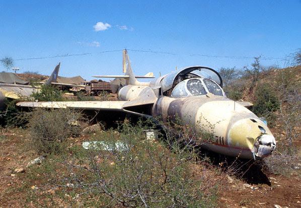 Avião de Caça Inglês Hawker Hunter T.77 abandonado em Ogaden, Etiópia