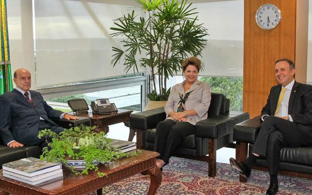O presidente nacional do PP, Francisco Dornelles, com a presidente Dilma Rousseff e o novo ministro das Cidades, Aguinaldo Ribeiro (Foto: Roberto Stuckert Filho / Presidência)