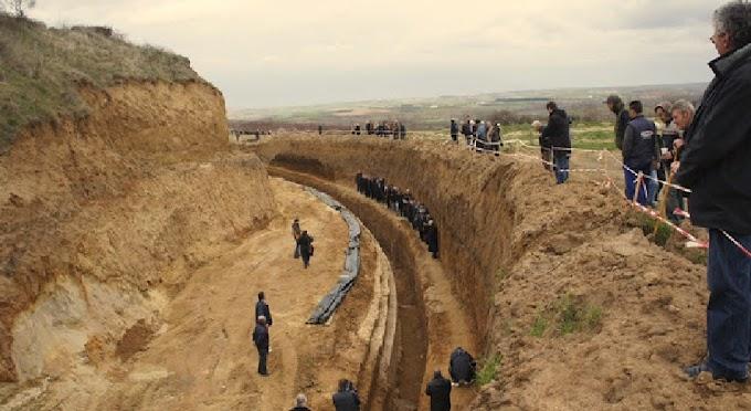 Στη μέση της ανασκαφής στην αρχαία Αμφίπολη βρίσκονται οι αρχαιολόγοι