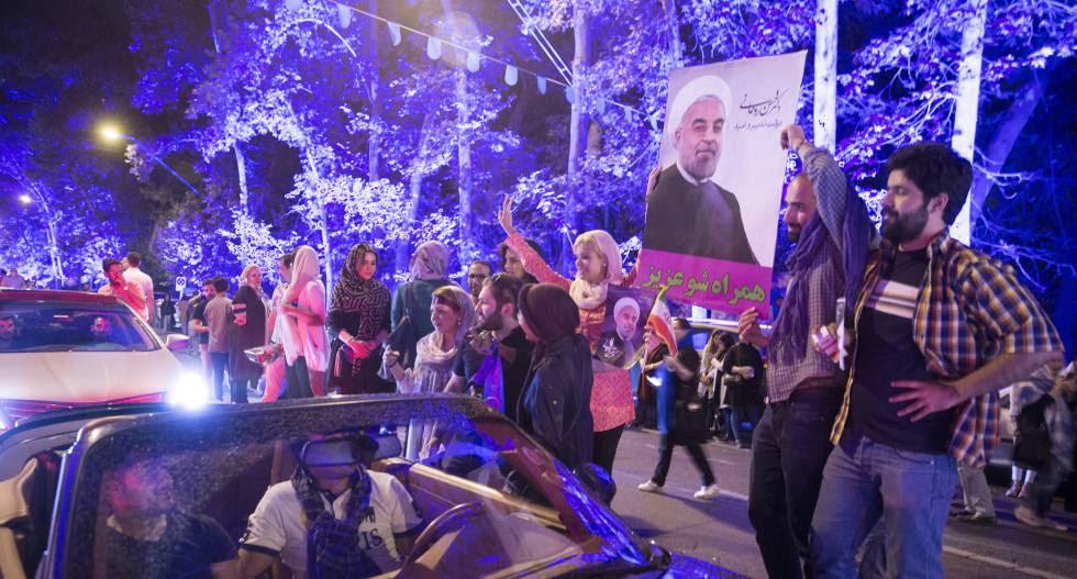 Celebración en Teherán de la victoria de Rohani.