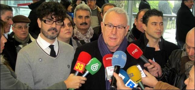 El coordinador de IU, Cayo Lara, acompañado de Eddy Sánchez, líder de IU en Madrid.- MARIANO ASENJO