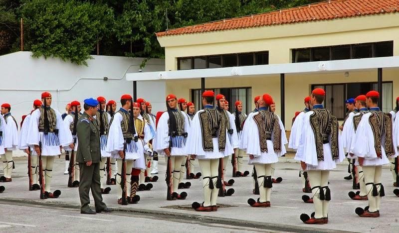 diaforetiko.gr : 818 Στα άδυτα του στρατοπέδου της Προεδρικής Φρουράς   Όλα όσα δεν γνωρίζατε για τους Εύζωνες (φωτογραφίες  βίντεο)