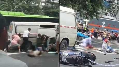 Van ploughs into pedestrians outside hospital in China (PHOTOS, VIDEO)