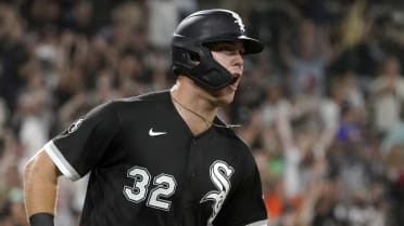 Sheets' big night leads White Sox in rout
