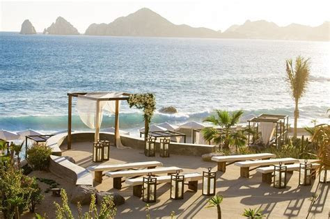 THE BAJA CALIFORNIA SUR PENINSULA is bustling with hotel