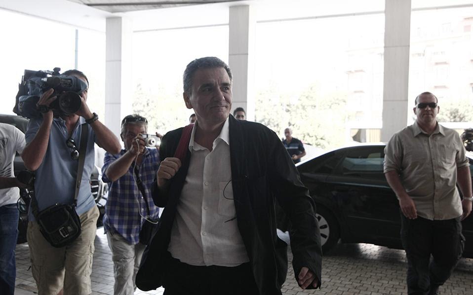 Ο υπουργός οικονομικών, Ευκκλείδης Τσακαλώτος κατά την άφιξή του στο Χίλτον (Eurokinissi / ΣΤΕΛΙΟΣ ΣΤΕΦΑΝΟΥ)