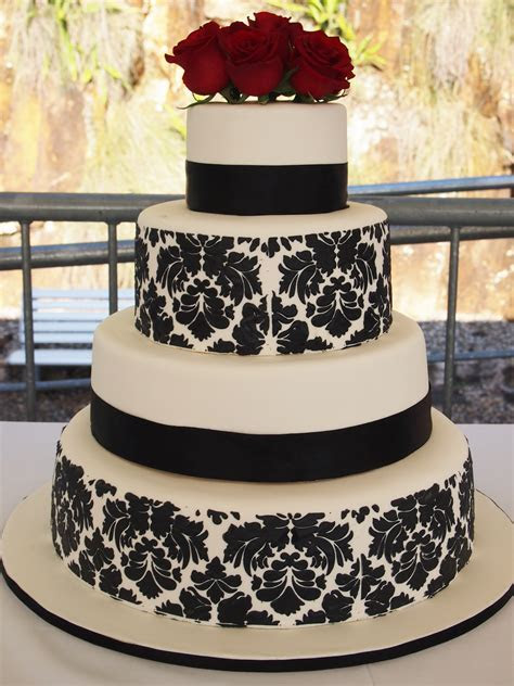 Black and White Damask Wedding Cake   Confessions of a