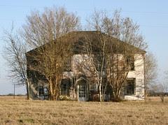 abandoned house between oldenburg and reutersville