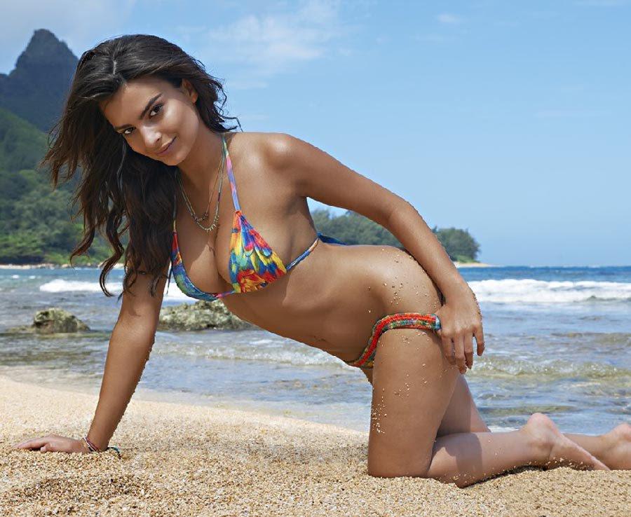 Emily Ratajkowski looking super hot in this sexy beach shot