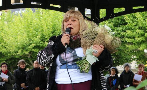 Cientos de personas rinden homenaje en Irun a la joven Nagore Laffage