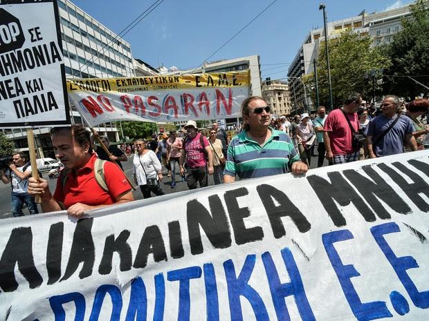 Protesto na Grécia em dia de votação sobre o pacote de ajuda (Foto: Andreas Solaro/AFP)