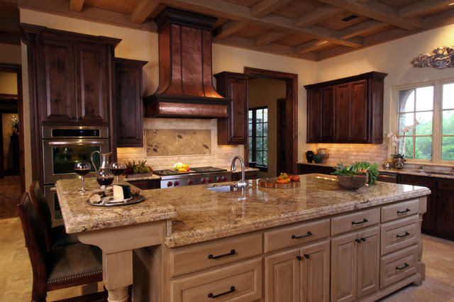Natural Tuscan Inspired Kitchen with Island ...