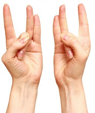 stretch-ring-finger-thumbs-maintain-seconds-reasons-youll-love6