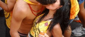 """Carnaval e a tradição do """"beijo roubado"""""""