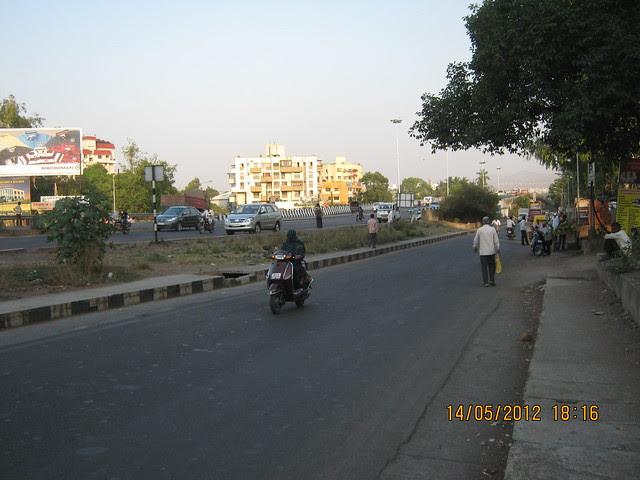 Warje Service Road of Mumbai Bangalore Highway - Visit Suyog Aura Warje Pune 411052