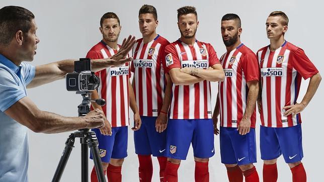 El Atlético de Madrid presenta su nueva camiseta para la temporada 2015-16