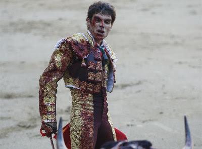 José Tomás en su primer toro
