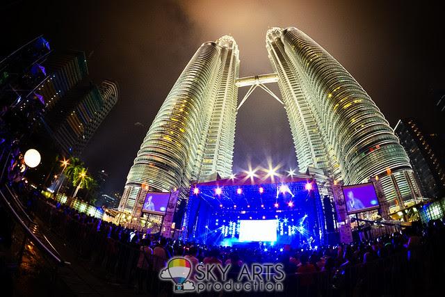 Twin Towers Alive 2013 #TTAlive Day 1 Demi Lovato UKiss Stylo2013 Elecoldxhot Atilia | TianChad.com