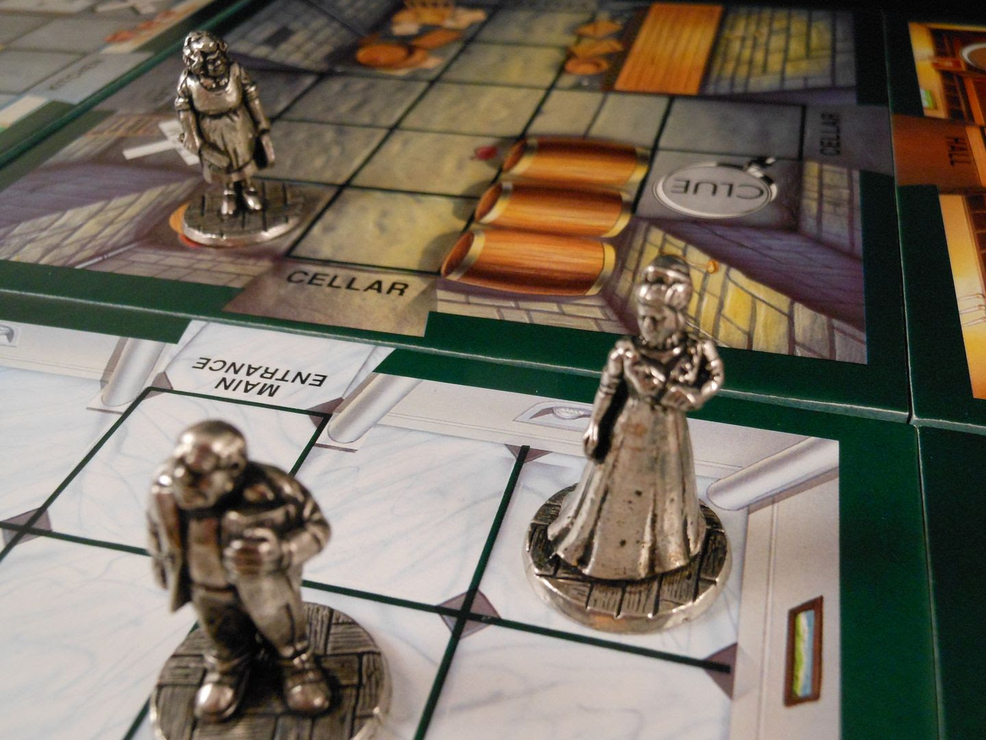 Various characters move around the manor house in Cluedo Super Sleuth, attempting to solve the crime.
