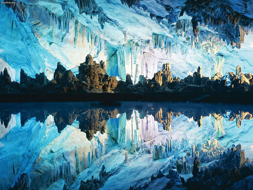 cool-unbelievable-places-Earth-Reed-Flute-Caves