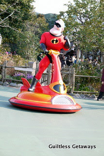buzz-lightyear-mascot-disneyland-parade.jpg