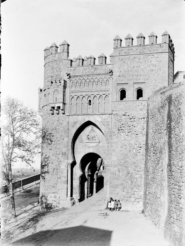 Puerta del Sol en los años 20. Fotografía de Otto Wünderlich. © Fototeca del Patrimonio Histórico