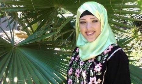 Amanda, wanita non-Muslim yang berhijab