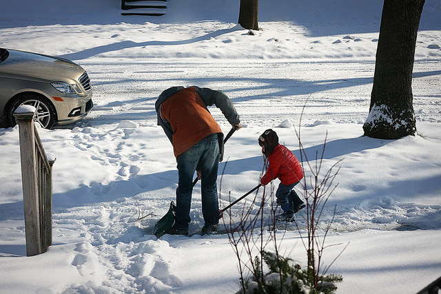 oz and daddy shovelling-1