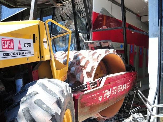Rolo Compressor invade bando em Olinda (Foto: Clélio Tomaz / Estadão Conteúdo)