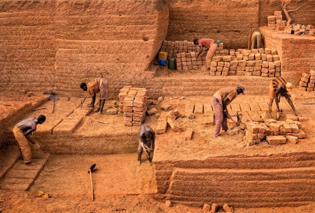 A pedreira de tijolos de Karaba em Burkina Faso 02