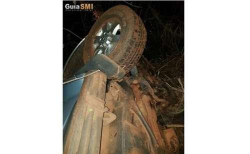 Bandidos capotam veículo com refém durante assalto
