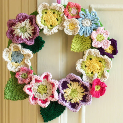 Crochet Wreath (by Bustle & Sew) close up