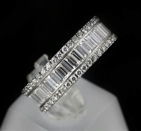 Baguette diamond ring. White gold   Stunning jewelry