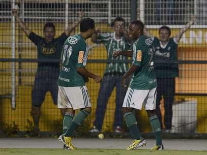 Patrick Vieira celebra gol que aliviou pressão sobre o Palmeiras na última quinta Foto: Ricardo Matsukawa / Terra