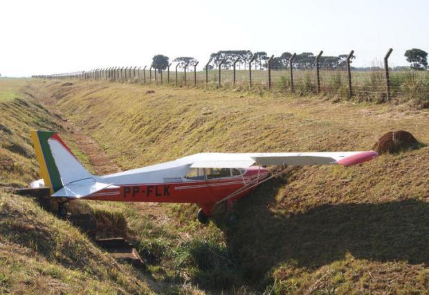 Avião sai da pista e bate em barranco após o pouso em Erechim  Rodrigo Finardi/Especial