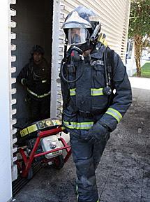 Los bomberos acudieron al incendio. | R. G.