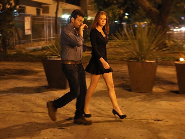 Isis fica desconfiada de Josué (Foto: Pedro Curi/ Gshow)