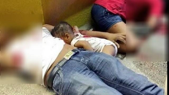 Miguel Pano Colón, de apenas 7 meses, morto no chão ao lados dos país
