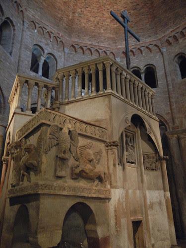 DSCN4882 _ Basilica Santuario Santo Stefano, Bologna, 18 October