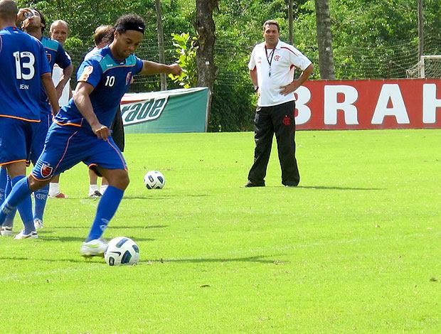 ronaldinho gaucho flamengo treino (Foto: Janir Júnior / Globoesporte.com)