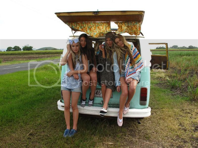 road trip,girls,fun,friends,combie,hair,countryside