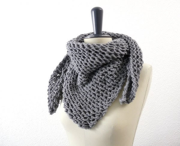 Triangle Lace Knit Scarf in Soft Neutral Gray Merino Wool. Romantic Spring and Winter Fashion for Her. Handmade in France. Fog Mist Grey. - tortillagirl