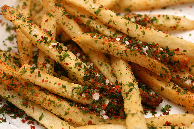 Fries with seaweed, sea salt, paprika and chili flakes