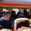 Passageiros lotam a plataforma da estação Mauá, da linha 10-turquesa