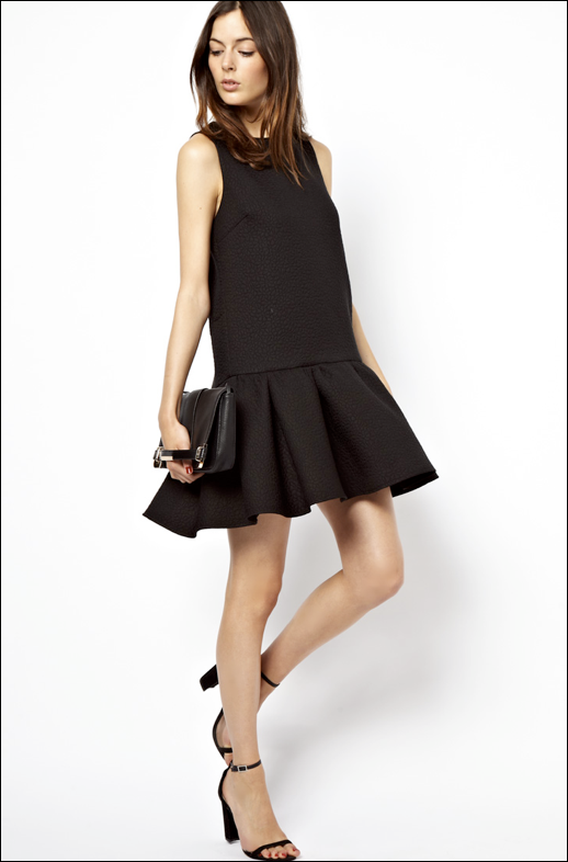 LE FASHION BLOG FAVORITE SUMMER PARTY DRESS DROP WAIST DRESS ASOS QUILTED DROP WAIST SHELL DRESS BLACK CLUTCH BAG CORNER PLATE WITH SIDE STRAP FOR HANDS SIMPLE MINIMAL ANKLE STRAP HEELED SANDALS CELINE INSPIRED  1 photo nLEFASHIONBLOGDROPWAISTDRESS1.png