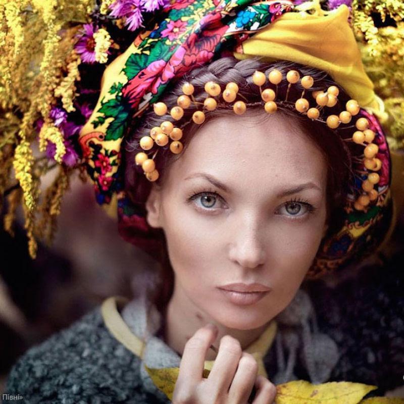 Mulheres modernas usando coroas tradicionais ucranianas dão um novo significado a uma antiga tradição 21