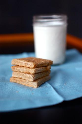 graham crackers and milk