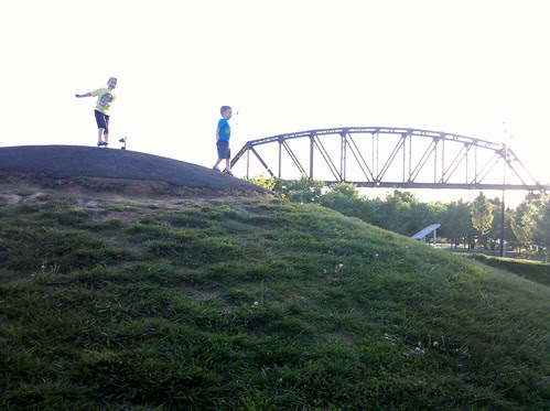 brothers at the ohio river