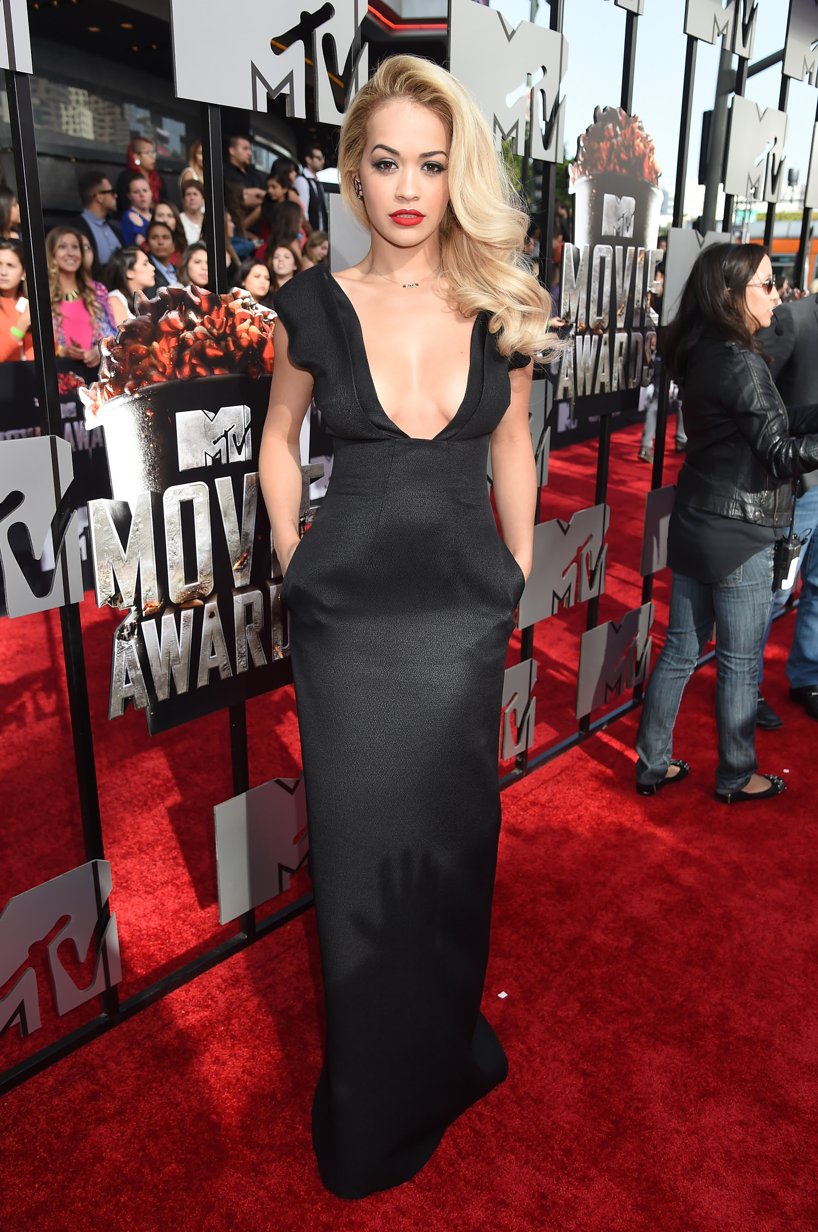 welcome to nikkynaz blog red carpet fashion at the 2014 mtv movie awards. Black Bedroom Furniture Sets. Home Design Ideas