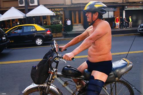 Cicletada nudista by Manuel Venegas